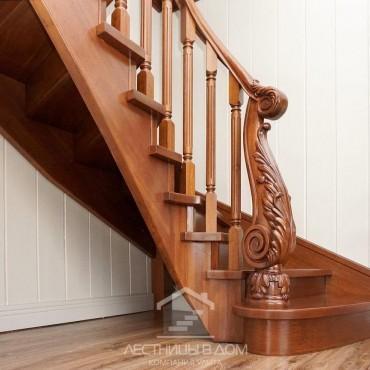 Деревянная лестница с резным столбом из дуба, г. Электросталь