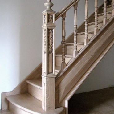 Изящная лестница из массива ясеня г. Электросталь