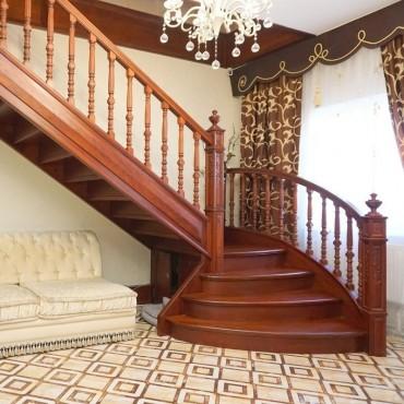 Авторская лестница с резными столбами г. Владимир