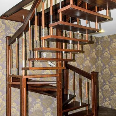 Лестница на больцах с комбинированными балясинами,  г. Электросталь и Московская область