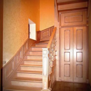 Эксклюзивная дубовая лестница с пристенными панелями г. Электросталь