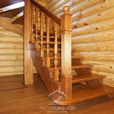 Деревянная лестница на косоурах с легким старением, г. Ногинск