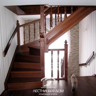 Классические лестницы в частном доме с балюстрадой, г. Электросталь